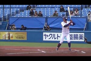 石川 裕也/ISHIKAWA YUYA<br /> 東海大相模高-日本大国際関係学部-東京ガス/178センチ75キロ/右投左打<br /> 走攻守3拍子バランスの取れたショート。社会人2年目で長打もついてきた。<br /> (撮影:西尾典文/2018年3月のスポニチ大会から)