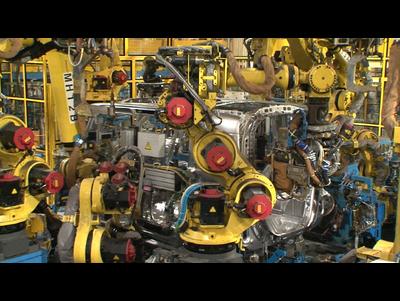 【ホンダ鈴鹿製作所見学】溶接ライン:サイドパネルをボディに溶接する工程です。
