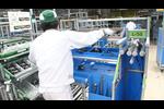 【ホンダ鈴鹿製作所見学】車体組立ライン:必要な部品をLEDのガイドに沿ってピックアップ。