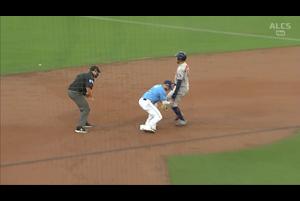 【MLB】 3回表 牽制で釣り出されるスプリンガー 10/12 レイズvs.アストロズ