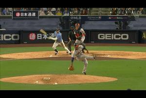 【MLB】5回裏 とんでもない打球反応を見せるバルデス 10/12 レイズvs.アストロズ