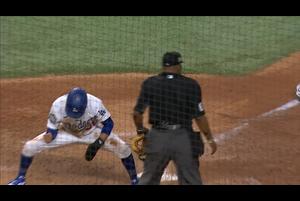 【スポーツナビMLB】<br /> 5回裏、先頭のベッツは四球を選んで出塁すると、二盗、三盗と決め、更に内野ゴロの間に快足を飛ばして得点した。