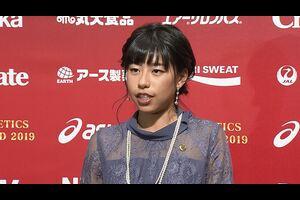 16日、日本陸連 アスレティックス ・アワード 2019表彰式が開催され、ドーハ2019 世界陸上競技選手権大会 女子20km競歩で7位入賞の藤井菜々子(エディオン)が新人賞を受賞した。<br /> 表彰後、藤井が取材に応じた。<br /> <br /> <br /> 【テレビ東京スポーツ】<br /> 卓球、ソフトボール、競馬、野球、サッカーなどマイナーからメジャー競技のスポーツ情報を発信。テレビ東京独自の取材、現役選手・監督の貴重なインタビューなども随時掲載<br /> <br /> <追跡LIVE!SPORTSウォッチャー><br /> 月~金曜夜11時58分/土曜夜11時/日曜夜10時54分<br /> http://www.tv-tokyo.co.jp/sportswatcher/