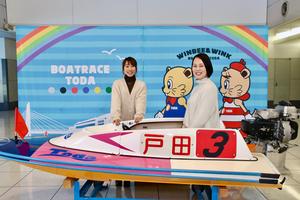 """2000年代、日本中に""""メグカナ""""フィーバーを巻き起こした元女子バレーボール日本代表の大山加奈さんと、昨年末の「第8回クイーンズクライマックス」で待望のG1初制覇を果たしたボートレーサーの今井美亜選手による、女子アスリートのシャッフル対談が実現。互いのスポーツを初体験しながら、それぞれの競技の魅力や知られざるエピソード等を語ってもらいました。<br /> <br />  第1回では早速、大山さんがボートレース場を初訪問。実際に選手が使用するボートに試乗して、リアルな疑問を今井選手にぶつけていきます。"""