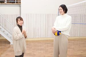 """2000年代、日本中に""""メグカナ""""フィーバーを巻き起こした元女子バレーボール日本代表の大山加奈さんと、昨年末の「第8回クイーンズクライマックス優勝戦」で待望のG1初制覇を果たしたボートレースの今井美亜選手による、女子アスリートのシャッフル対談が実現。互いのスポーツを初体験しながら、それぞれの競技の魅力や知られざるエピソード等を語ってもらいました。<br /> <br />  第2回ではコートに場所を移して、今井選手がバレーボールに挑戦! 冒頭、今井選手のやる気に圧倒された様子の大山さんでしたが、アスリート魂に火が付いたのか、途中から本気のスパイクで応戦しています。"""