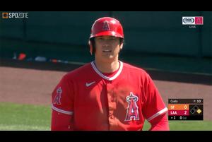 【SPOZONE MLB】<br /> 日本時間12日に行われているジャイアンツ戦に3番DHで出場しているエンゼルスの大谷翔平の第1打席は初球をレフト線へ弾き返しシングルヒットを放つ。