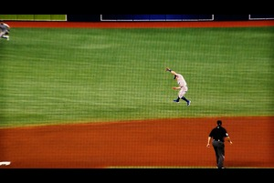 【SPOZONE MLB】<br /> 日本時間13日に行われた試合の中でファインプレイを集めた映像です。
