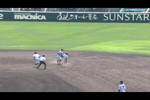 【センバツ高校野球】具志川商 - 八戸西 7回裏 具志川商・伊波 勢加の打席。二死一、三塁、悪送球の間にランナー生還。一点追加。