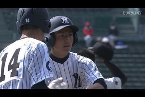 【センバツ高校野球】具志川商 - 八戸西 9回表 八戸西・下井田 大和の打席。無死一塁、センターへのヒット。悪送球の間にランナー生還。一点返す。