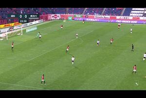 横浜FC・松尾がコースを狙ったシュートで先制!【第19節】浦和vs横浜FC