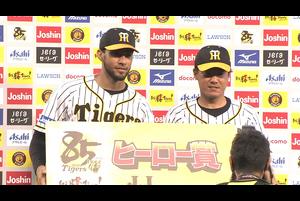 本日のヒーローインタビューは、スアレス投手と陽川選手!!