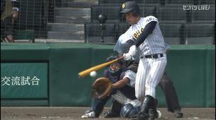 【甲子園交流試合】明徳義塾 - 鳥取城北 8回表 鳥取城北・安保 龍人の打席。一死一、三塁、レフトへのタイムリーヒットで一点追加。