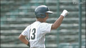 【甲子園交流試合】明徳義塾 - 鳥取城北 8回裏 明徳義塾・米崎 薫暉の打席。二死二塁、センターへのタイムリーヒットで一点追加。
