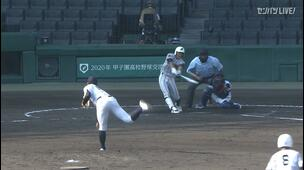 【甲子園交流試合】日本航空石川 - 鶴岡東 3回表 鶴岡東・吉田 陸人の打席。二死満塁、センターへのタイムリーヒットで二点返し、同点。