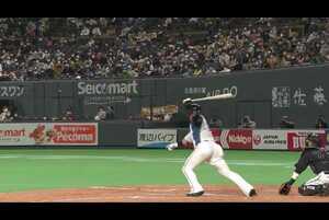 5回裏 2アウトランナー1,2塁の場面。北海道日本ハム・中田翔が千葉ロッテの先発・美馬学の変化球をギリギリまで引き付け、片手で上手く捌く技ありの勝ち越しタイムリーヒットを放つ!! 4番の一打で勝ち越しに成功する!! 2021/4/3 北海道日本ハムファイターズ 対 千葉ロッテマリーンズ
