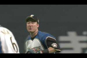 3回表 1アウトランナー1塁の場面。北海道日本ハム・渡邉諒が一二塁間を抜けようかという打球にダイビングキャッチで好捕!! 飛び出していたランナーも戻れず、ダブルプレーとなりチームを救うプレーとなった!! 2021/4/3 北海道日本ハムファイターズ 対 千葉ロッテマリーンズ