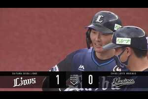 8回表 1アウトランナー3塁の場面。埼玉西武・源田壮亮が千葉ロッテの先発・美馬学の直球をしぶとくセンター前へ運び、タイムリーヒットを放つ。源田にとって本日3本目のヒットはチームに貴重な先制点をもたらす一打となった!! 2021/5/15 千葉ロッテマリーンズ 対 埼玉西武ライオンズ