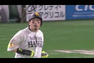 5回裏 2アウトランナーなしの場面。福岡ソフトバンク・松田宣浩は埼玉西武・國場翼の甘く入ったストレートを弾き返し、打球は右中間のホームランテラスに飛び込む第12号ソロホームランとなった! 熱男の一発で点差を広げた! 2020/10/25 福岡ソフトバンクホークス 対 埼玉西武ライオンズ
