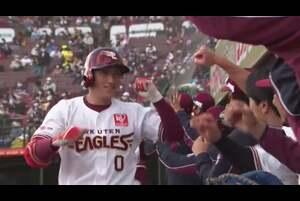 4回裏 1アウトランナー1塁の場面。この回1点を返した東北楽天は、打席に小深田大翔が入る。北海道日本ハム・河野竜生の初球を強く振り抜くと、打球はライトスタンドへ飛び込み、逆転となる2ランホームランとなった! 2020/10/24 東北楽天ゴールデンイーグルス 対 北海道日本ハムファイターズ