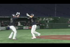 4回表 ノーアウトランナー1塁の場面。オリックス・T-岡田は、北海道日本ハムの先発・金子弌大の6球目を捉えると、大きな当たりとなり打球はそのままライトスタンドへ!! 相手を突き放す2ランホームランとなった!! 2021/5/11 北海道日本ハムファイターズ 対 オリックス・バファローズ