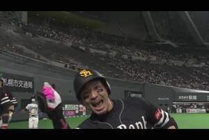 5回表 2アウトランナー1,2塁のチャンスの場面。福岡ソフトバンク・松田宣浩が北海道日本ハム・上沢直之の投じた変化球をセンター方向へ打ち返すと、打球はスタンドに飛び込む3ランホームランに! リードを7点に広げるダメ押しの一発となった! 2020/10/20 北海道日本ハムファイターズ 対 福岡ソフトバンクホークス