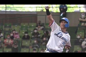 7回裏 1アウトランナー2塁の場面。埼玉西武・山田遥楓は福岡ソフトバンク・津森宥紀の初球のストレートをはじき返すと、打球は右方向へ!! 勝ち越しのタイムリー2ベースヒットとなり、貴重な一打を放った山田はガッツポーズを見せた!! 2021/4/18 埼玉西武ライオンズ 対 福岡ソフトバンクホークス