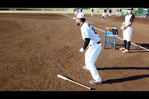今シーズンから一軍野手総合兼内野守備コーチに就任した森脇浩司コーチが熱血指導。<br /> 指導中にどんな声を掛けているかミニカメラで接近してみました。