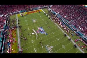 "【NFL第54回スーパーボウル】ヨランダ・アダムズが""アメリカ・ザ・ビューティフル""を熱唱"
