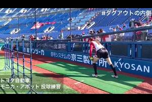 【女子ソフト】世界最高左腕、モニカ・アボット。迫力満点の投球フォーム<スロー再生>