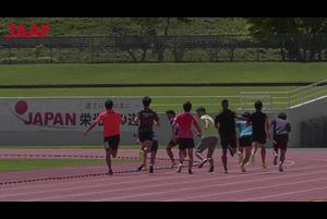 9月27日から開幕するドーハ世界選手権の男子リレー日本代表候補選手が9月7日、合宿先の山梨県富士吉田市の富士北麓陸上競技場において、メディアに向けて練習を公開。<br /> <br /> 男子リレー日本代表候補選手のうち14名が参加して行われた練習は、4×100mRチームと 4×400mRチームの2つに分かれて実施。<br /> 練習のあとには、飯塚選手、桐生選手、小池選手の3選手が囲み取材に応じ、自身の状態やリレーについての思い、本番に向けての目標などを話しました。<br /> <br /> 飯塚翔太(ミズノ)<br /> 桐生祥秀(日本生命)<br /> 小池祐貴(住友電工)<br /> 土江寛裕 男子短距離オリンピック強化コーチ<br /> 山村貴彦 男子短距離オリンピック強化コーチ<br /> <br /> <br /> ▼日本陸連<br /> https://www.jaaf.or.jp/
