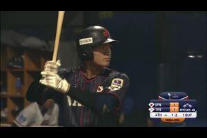 4回表、石川が1-2からフェンス直撃の二塁打を放つ