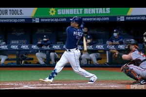 【SPOZONE MLB】8回裏、レイズのペレスは貴重な勝ち越しホームランを放ってチームの勝利に貢献した。