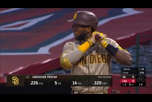 【SPOZONE MLB】<br /> 日本時間3日エンゼルスの本拠地で行われたパドレス戦で、4回の同点2ラン&6回の同点犠牲フライと2度同点に追いつき、これをきっかけにチームは8回に打線爆発で一挙8得点を挙げエンゼルスに11-4で勝利。<br /> このきっかけを作ったのはパドレスのジュリクソン・プロファー!!