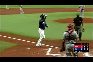 【SPOZONE MLB】<br /> 日本時間16日レイズの本拠地で行われたナショナルズ戦で、3号先制ソロを含む2安打2打点の活躍を見せたネイト・ロウがSPOZONE Today's Match MVPに選出!!<br /> レイズにはLoweが2人いますが、こちらはロウ、ブランドンのほうのLoweはラウと発音するそうです。