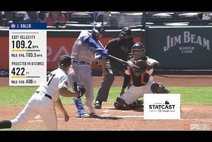 【SPOZONE MLB】7回表、勝ち越しに成功したレンジャーズは、更にギャロに特大の3ランが飛び出し、リードを広げた。