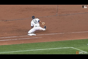 【SPOZONE MLB】3回表、1死1塁の場面でマリナーズ内野陣は華麗なダブルプレーを取った。