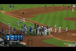 【SPOZONE MLB】ケリーの挑発的な投球と発言をきっかけに、ドジャースvs.アストロズの因縁の対決は不穏な空気に包まれた。