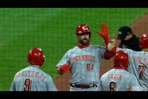 【SPOZONE MLB】レッズのデービッドソンは、満塁の場面で代打で登場し、逆転のグランドスラムを放つ活躍でチームを勝利に導いた。