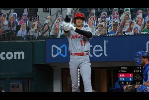 【スポーツナビMLB】<br /> 日本時間10日敵地で行われているレンジャーズ戦に出場しているエンゼルスの大谷翔平は、6回表に迎えた第3打席でレフトへの二塁打を放った。