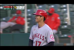 【スポーツナビMLB】エンゼルスの大谷翔平はアスレチックスとの開幕戦、1回表の第1打席でセンターへの今季初安打を放った。