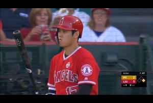 【スポーツナビMLB】8/15(日本時間)本拠地でのパイレーツ戦に「3番・指名打者」で先発出場したエンゼルスの大谷翔平は、ライトへのヒット、空振り三振、四球、センターへのヒットで3打数2安打だった。