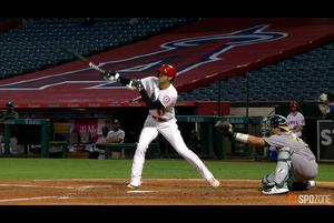 【MLB】4回裏 大谷の第2打席は一二塁間を抜くヒット 8/12 エンゼルスvs.アスレチックス
