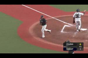 8回表 オリックス・齋藤綱記の変化球を千葉ロッテ・マーティンが捉えると、打球はライナーでスタンドへ飛び込む2ランホームランとなった! この一発で5点差に広がった! 2020/8/7 オリックス・バファローズ 対 千葉ロッテマリーンズ