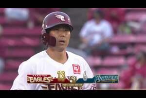 7回裏 2アウトランナー2塁の場面。東北楽天・鈴木大地は北海道日本ハム・鈴木健矢の5球目を捉えると、鋭い打球で一塁線を破るタイムリー2ベースヒットに! パ・リーグ最速の今季100安打目を成し遂げた! 2020/9/13 東北楽天ゴールデンイーグルス 対 北海道日本ハムファイターズ