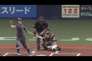 1回裏 ノーアウトランナー1,2塁の場面。打席にはオリックス・吉田正尚。北海道日本ハム・吉田輝星の投じたストレートを捉えると、打球はセンター方向フェンス直撃! あと少しでホームランという打球を放ち、追加点をもたらす! 2020/9/27 オリックス・バファローズ 対 北海道日本ハムファイターズ