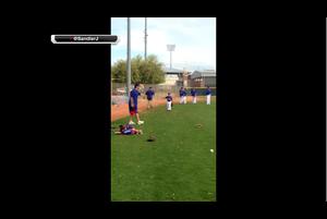 QBロモ、MLB選手の息子とキャッチボール
