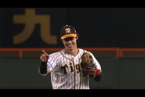 中野 センターへ抜けようとするゴロを捕球!!