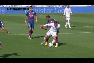 スペインサッカー、ラ・リーガ第8節第8節レアル・マドリッドvsSDウエスカのハイライト動画です。<br /> 試合詳細:https://soccer.yahoo.co.jp/ws/game/top/20114972