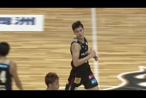 バスケットLIVEで見逃し配信中!<br /> プレシーズンゲーム 2020 大阪vs京都 (おおきに祭2020)<br /> エリエット・ドンリー 今季注目のルーキーが躍動!<br /> 鋭いスピンムーブ、アイラ・ブラウンとの見事なコンビネーションも