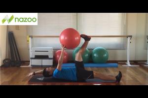【サッカー練習メニュー】ブレない体幹を作るトレーニング_ボールデッドバグ